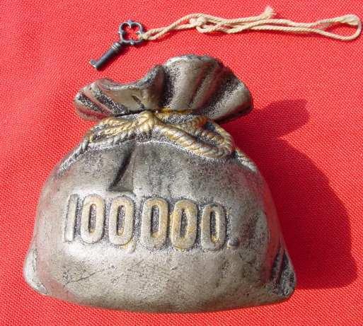 (1019505) Uralte, schwere Metall-Spardose in Form eines Geldsackes