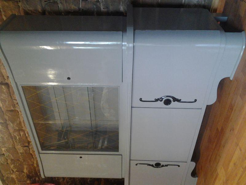 sehr sch ner schrank aus den 50er jahren in der mitte gibt es 2 glast ren mit 2 regalf chern. Black Bedroom Furniture Sets. Home Design Ideas