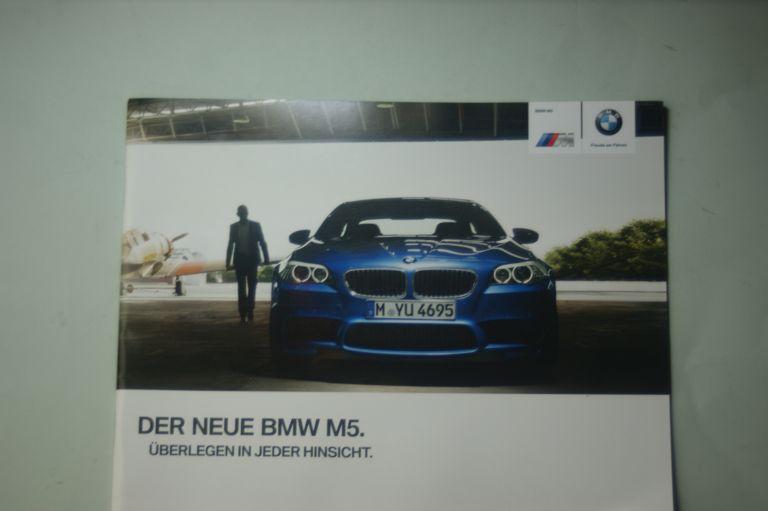 BMW: Prospekt BMW Der neue BMW M5 2011