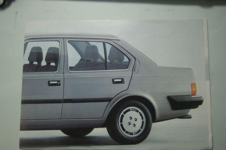Volvo: Faltblatt Volvo 360 Die neue Form der Sicherheit aus den 1980igern
