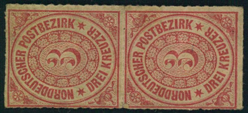 1868, senkrechtes Paar 3 Kreuzer durchstochen. Obere Marke Falz, unterre postfrisch.