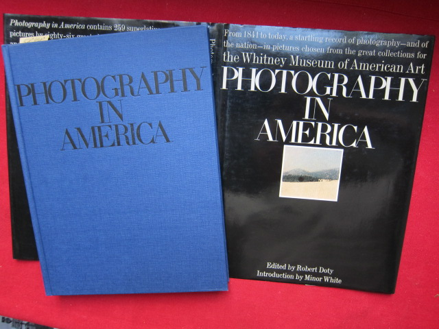 Photography in America : Introduction by Minor White. [From 1841 to today, a startling record of photography - and of the nation - in pictures chosen from the great collections for the Ehitney Museum of American Art. ] EUR