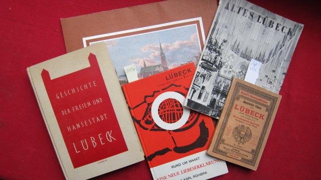 5 Bände: Stadtbilder vom alten Lübeck // Illustrierter Führer durch Lübeck und Umgebung // Geschichte der freien und Hansestadt Lübeck // Rund um Maakt // Altes Lübeck - Türme Tore Gassen. EUR