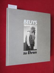 """Beuys zu Ehren : Zeichn., Skulpturen, Objekte, Vitrinen u.d. Environment """"Zeige deine Wunde"""" von Joseph Beuys ; Gemälde, Skulpturen, Zeichn., Aquarelle, Environments u. Video-Installationen von 70 Künstlern ; [Lebenslauf/Werklauf Joseph Beuys..."""