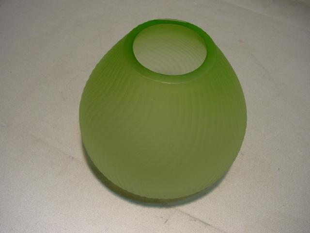 C430/ Bauchige Cortina Vase, grün mattiertes Glas
