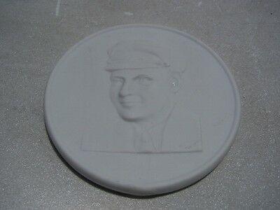 D144/ Porzellan Medaille