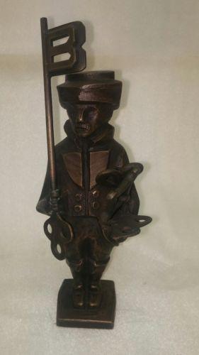 E772/ Bronze Figur Mann mit Schlüssel