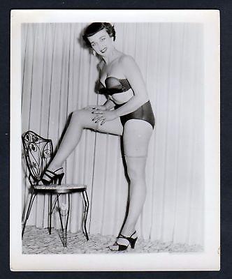 1960 chair Unterwäsche lingerie Erotik nude vintage Dessous pin up Foto photo