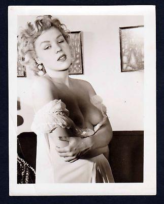 1960 Unterwäsche lingerie Erotik nude vintage Dessous Busen Foto photo boobs
