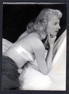 1960 Unterwäsche lingerie Erotik Rücken nude vintage Dessous pin up Foto photo