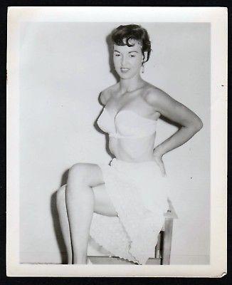 1960 Unterwäsche lingerie Brünett Erotik nude vintage Dessous pin up Foto photo