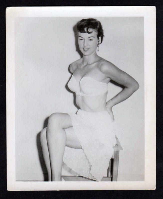 1960 Unterwäsche lingerie BH Erotik nude vintage Dessous pin up Foto photo