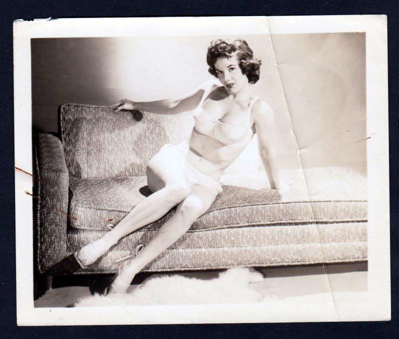 1960 Unterwäsche lingerie Erotik nude Sofa vintage Dessous pin up photo Foto