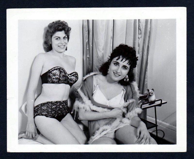 1960 Unterwäsche lingerie Erotik nude vintage Dessous pin up photo Foto Frauen