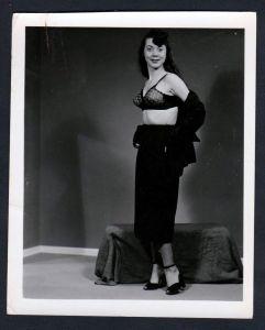 Unterwäsche lingerie Erotik disrobe nude vintage Dessous pin up Foto photo
