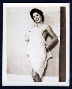 Unterwäsche Badewanne lingerie Erotik nude vintage Dessous pin up Foto photo
