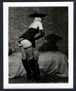 Unterwäsche lingerie Erotik nude vintage Dessous pin up boots Foto photo