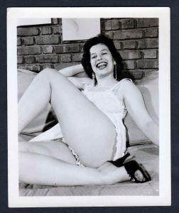 Unterwäsche lingerie Erotik nude vintage Dessous pin up Foto photo smile
