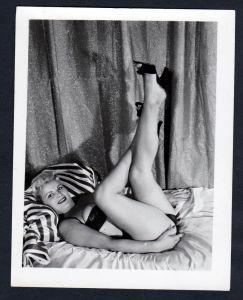 Unterwäsche lingerie Erotik nude vintage Dessous pin up Foto photo Beine
