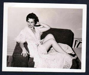 Unterwäsche lingerie Erotik nude Wickelkleid vintage Dessous pin up Foto photo