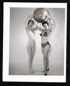 Unterwäsche lingerie Erotik nude vintage Dessous pin up Foto photo Ball