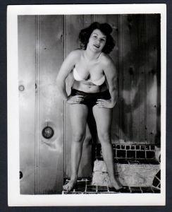 Unterwäsche lingerie Erotik nude vintage Dessous pin up Foto photo pose