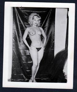 Unterwäsche lingerie Erotik nude vintage Busen pin up Foto photo String