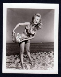 Unterwäsche lingerie Erotik nude vintage Dessous pin up Foto photo beach