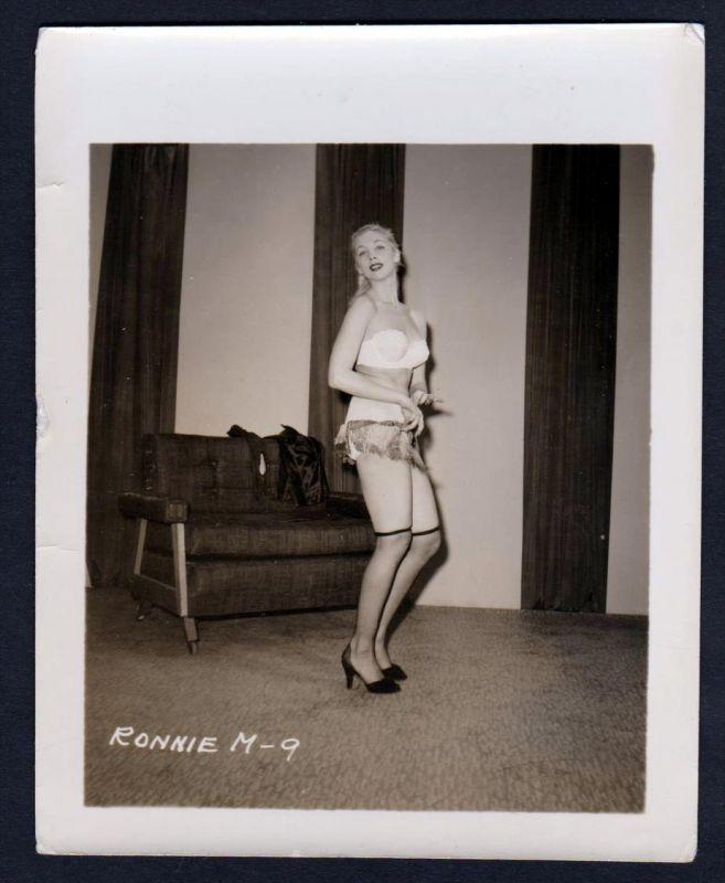 Unterwäsche lingerie Erotik nude vintage pin up Foto photo Dessous Ronnie