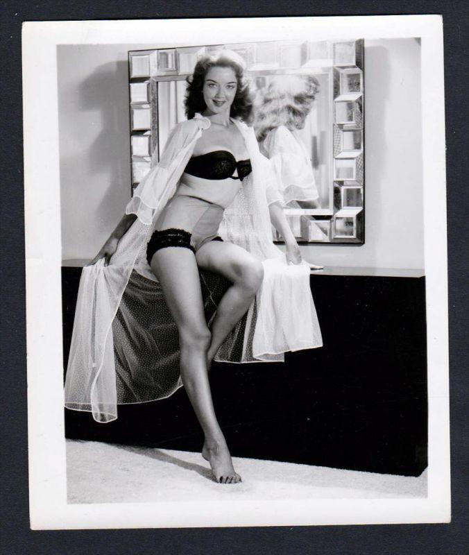 Unterwäsche lingerie Erotik nude vintage Dessous pin up Foto photo Spiegel