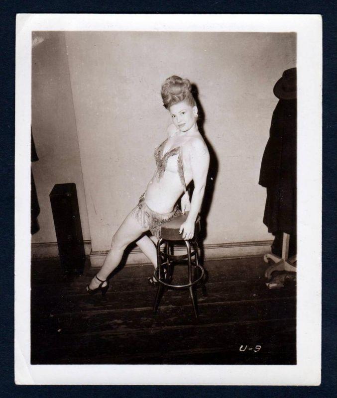 Unterwäsche lingerie Erotik nude vintage Dessous pin up Foto photo bar stool