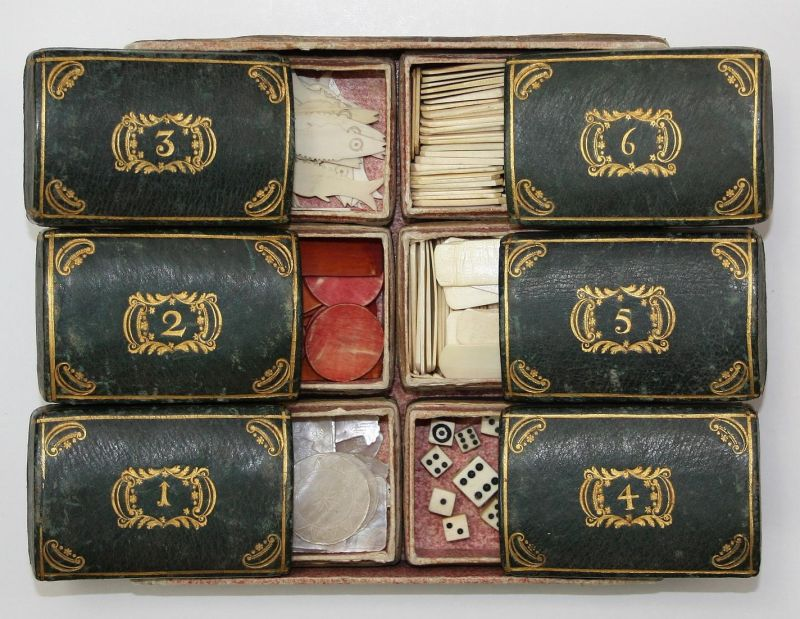 Six leather covered gilt boxes with gaming counters - Game counters Game pieces Spielsteine fish Fisch dice Wü