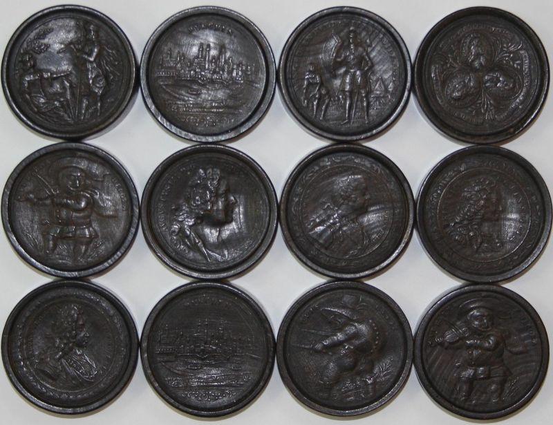 24 wooden draughts-pieces - tokens game jeu Spiel Alte Spiele Spielstein Spielsteine Portraits scenes dwarfs f