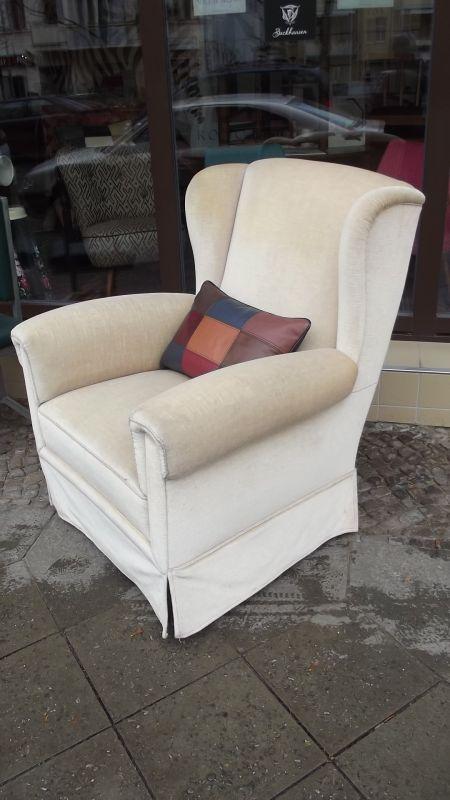 bequemer ohrensessel 20er jahre mit mohair bezogen. Black Bedroom Furniture Sets. Home Design Ideas