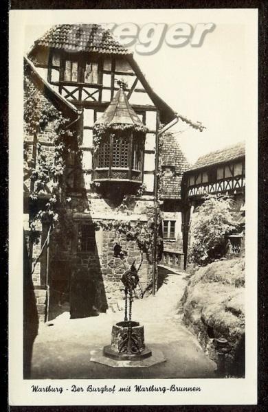 AK DDR Wartburg, Burghof mit Brunnen  -    85d