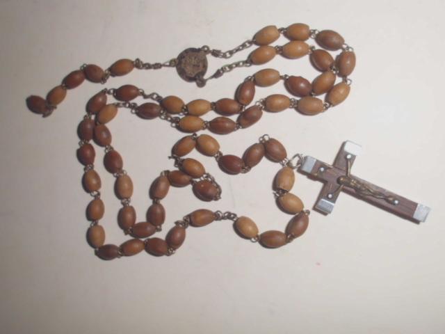 Alter Rosenkranz mit braunen Ovalkugeln im guten Originalzustand, Kreuz mit Jesus 4cm, Kettenlänge 60cm