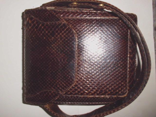 Vintage Schlangenleder-Handtasche mit mehreren Fächern, verstellbarer Trageriemen, Maße 23cm x 20cm x 8cm