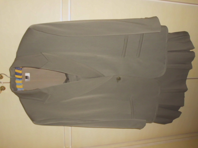 ARA Moden grauer Kostüm Größe 46, Vintage-Schnitt mit knielangem Faltrock, Schurwolle + Viskose + Polyester, Futter Viskose