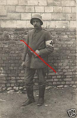 Originalfoto 9x13cm, Sanitäter San. Komp.69, IR 4, Stahlhelm, ca. 1916