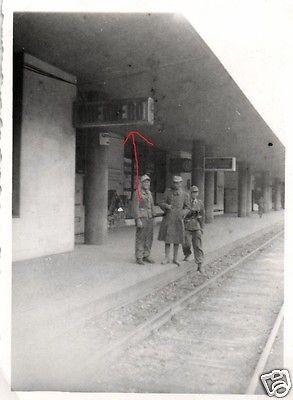 Originalfoto 7x10cm, Soldaten Bahnhof Brenner, Tropenuniform, 5
