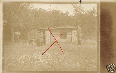 Originalfoto 9x13cm,  Soldaten vor Sanitätsunterstand h. den Laufgräben