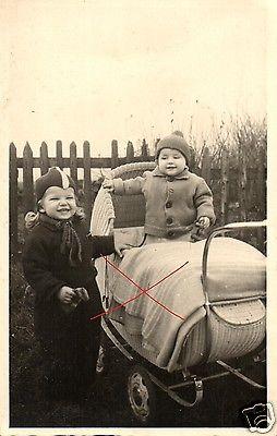 Originalfoto 9x13cm, Kind im Kinderwagen, ca. 1935