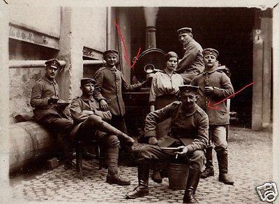 Originalfoto 9x12cm, Soldaten Inf. Rgt. 190, vor Feldküche