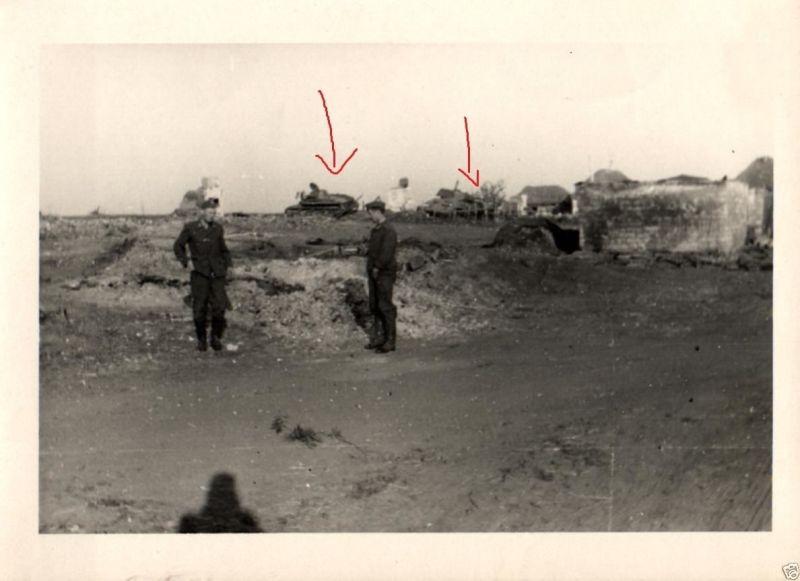 Originalfoto 7x10cm, abgeschossene T 34 vor deutscher Stellung