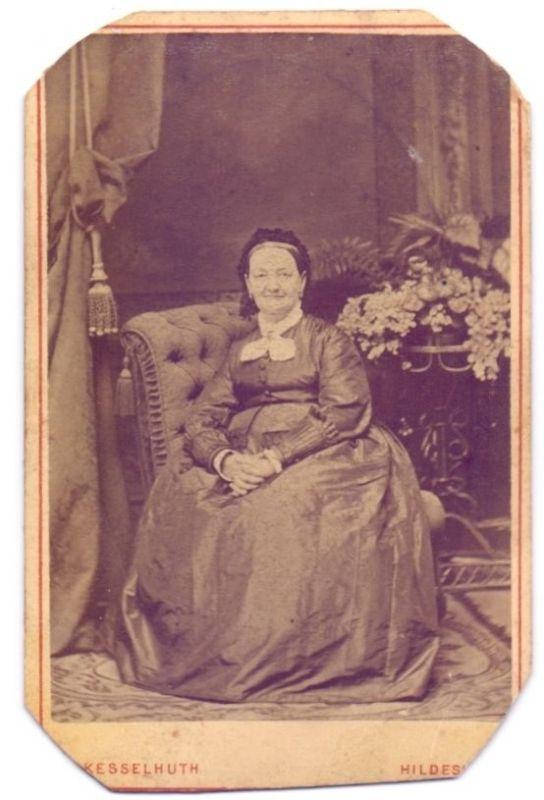 CDV 6x10cm, Portrait Frau, Mode, Hildesheim, ca. 1865