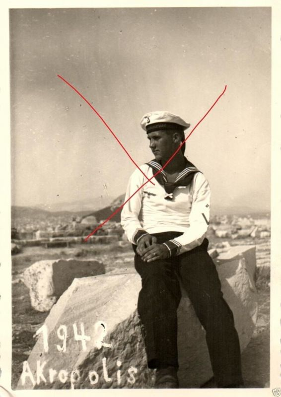 Originalfoto 7x10cm, Matrose 12. KS Flotille auf der Akropolis, 1942 0
