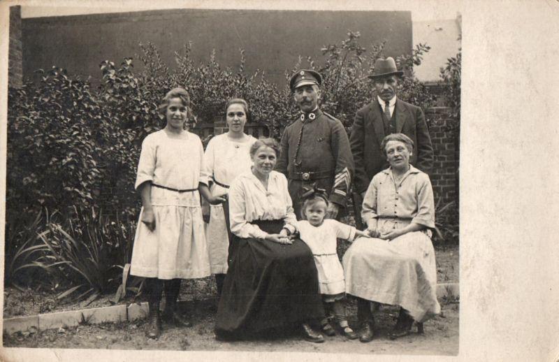 Originalfoto 9x13, Sanitäter, Ordenspange, Pfeiffe, ca. 1916 0