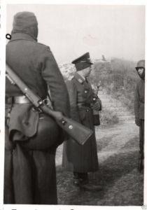Originalfoto 6x9cm, Soldaten, Luftwaffe am Schießstand in Péronne, 1942