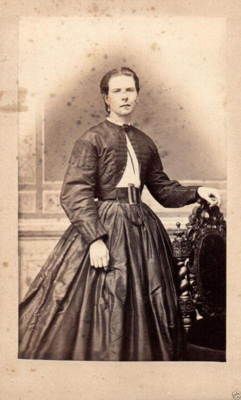 CDV 6x10cm feine Dame, Mode, Berlin, ca. 1865