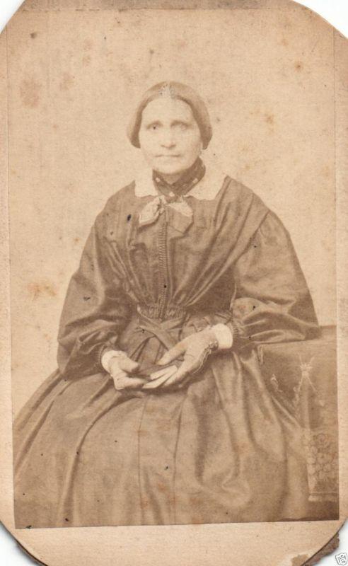 CDV 6x10cm feine Dame, Mode, Braunschweig, ca. 1865